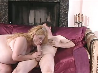Lightheaded fat lady knows a lot about the art of giving oral pleasure