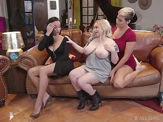Stunner Ryan Keely and her insatiable GF fuck chubby blond lesbian