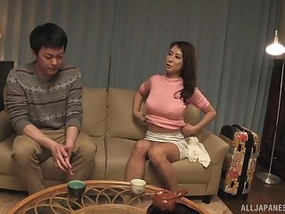 Japanese brunette MILF babe gives a great blowjob in the bathroom