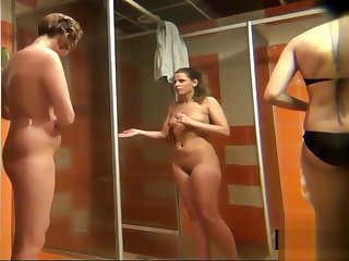 Пodsmatrivaem kak moutsya devki v russkom dushe