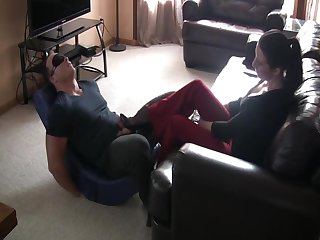 Very sensual foot dom, and ballbusting by classy lady