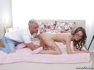 Amateur bends on all four to try sex with the photographer