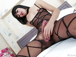 Sexy shemale provides naughty moments of solo