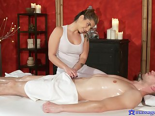 Masseuse pleases man with the wildest session