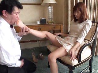 Kinky Japanese babe Nozomi Anzaki enjoys getting her feet licked